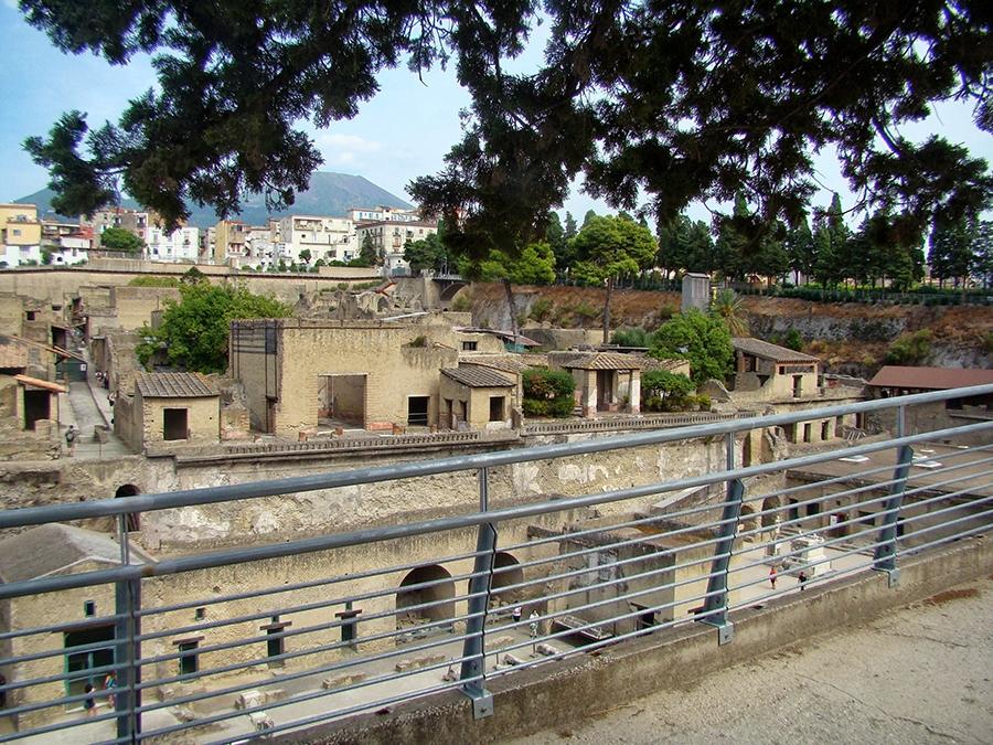 1-the-ruins-of-herculaneum