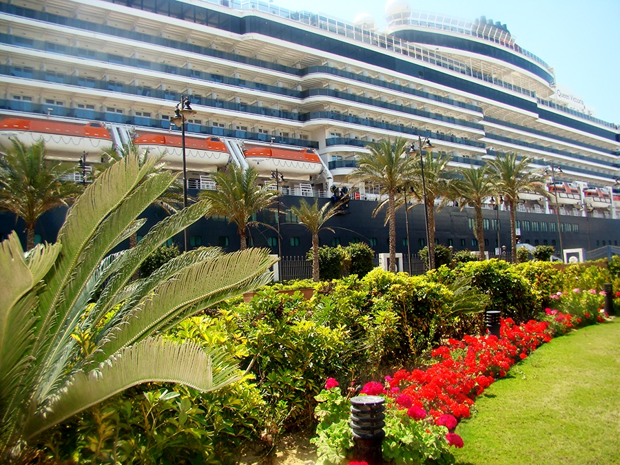 Travel with Sara Raney on the RCCL Oasis of the Seas (17 stories with 6000 passengers!)
